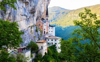 16 Maggio – Il Sentiero del Pellegrino – Madonna della Corona – Passeggiata a Bardolino
